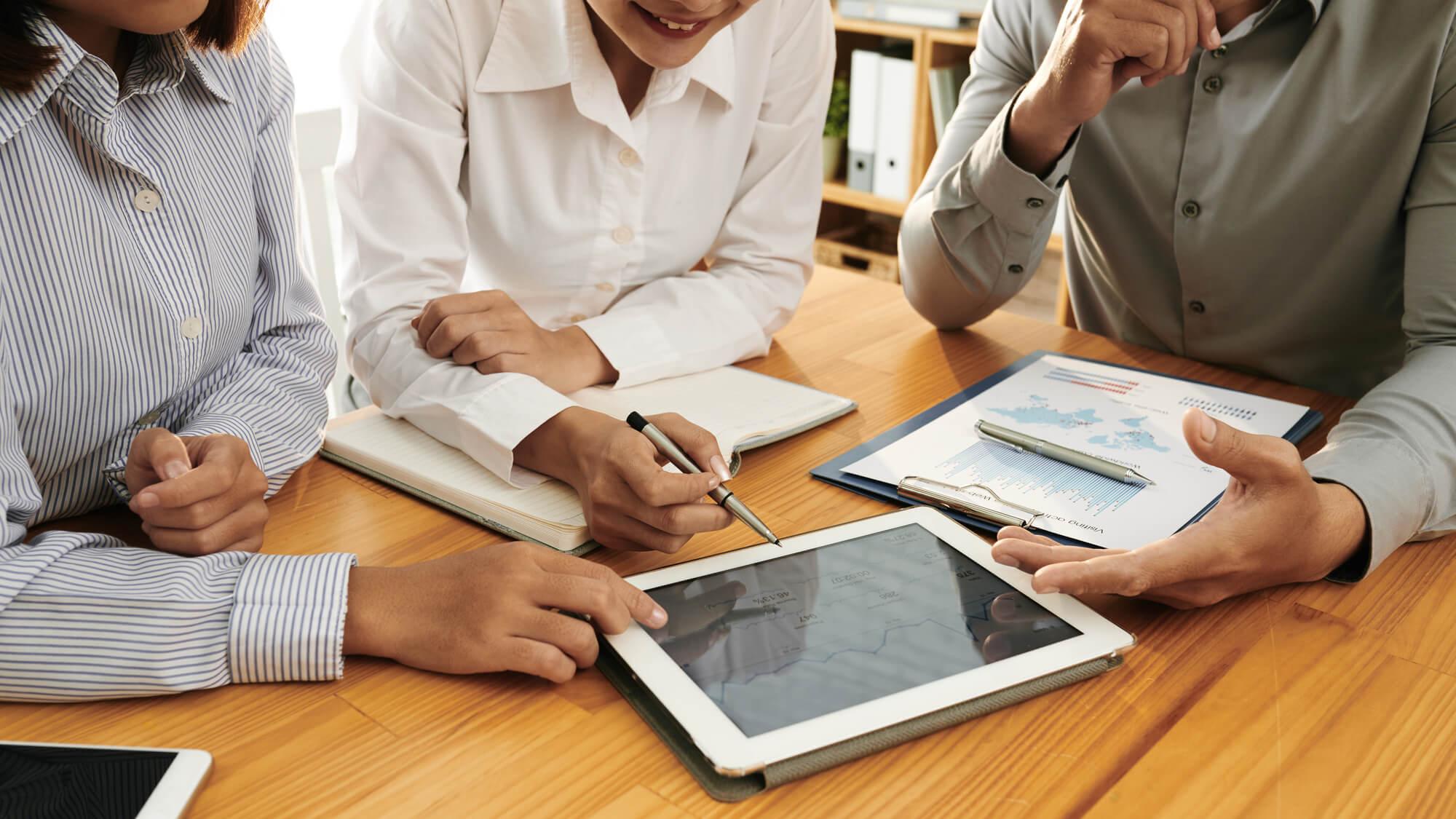 Descubra como a tecnologia pode auxiliar na redução de custos em uma empresa